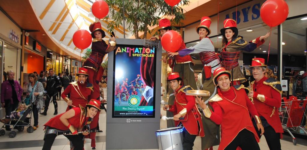carnaval échassiers musiciens